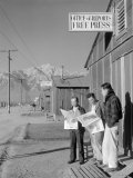 Roy Takeno, Editor, and Group, Manzanar Relocation Center, California Reproduction photo par Ansel Adams