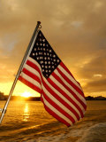 A Flag Waves Over Pearl Harbor as Dawn Breaks Papier Photo