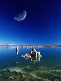 Moon Over Tufa Formations  Mono Lake Tufa State Reserve  Mono Lake  USA
