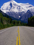 Road Leading to Mt Robson  Rocky Mountains  Mt Robson Provincial Park  Canada