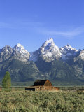 Morning Light on the Tetons and Old Barn  Grand Teton National Park  Wyoming  USA