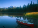 Canoe in Sparks Lake  Broken Top Mountain in Background  Cascade Mountains  Oregon  USA