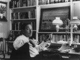 Portrait of Playwright Tennessee Williams Sitting at His Typewriter Aluminium par Alfred Eisenstaedt