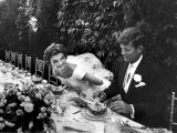 Sen. John Kennedy and His Bride Jacqueline in Their Wedding Attire Reproduction d'art par Lisa Larsen