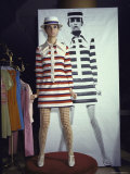 Model Dari Lallou Standing in Front of Poster of Twiggy Wearing Look a Like Outfit