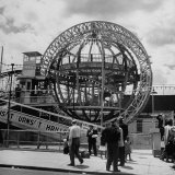 Gyro Globe Ride: Metal Monster Simultaneously Spins and Tilts Victims at Coney Island