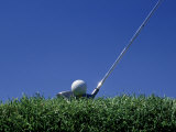 Golf Club Lined Up with Golf Ball on Tee Papier Photo par Mitch Diamond