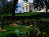 Virginia State Capitol Building and Gardens  Richmond  USA