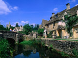 Historic Bridge and Riverfront Houses  Castle Combe  United Kingdom