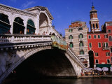 Ponte Rialto (Rialto Bridge) Over River Venice  Italy