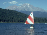 Sailing on Lake Siskiyou  Mt Shasta  CA