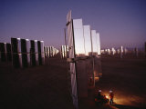 800 Mirror-Winged Solar Panels Convert Even the Last Rays of the Day Directly into Electricity