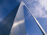 Looking up at the St Louis Arch