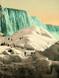 Some People Walk on the Snow  at Their Back  the Niagara's Falls