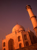 Taj Mahal and Minaret at Sunrise  Agra  Uttar Pradesh  India