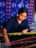 Weaver from Sukara  Lombok  West Nusa Tenggara  Indonesia