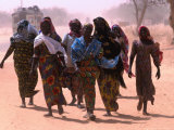Women Walking Out of Town  Maradi  Niger
