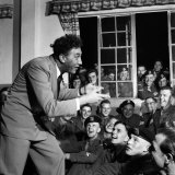 Frankie Howerd Entertaining Troleaving For Korea  June 1952