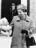 Hrh Queen Elizabeth II with Teddy Bear For Princess Beatrice June 1989