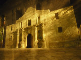 Night Time-Exposed Zoom Gives Haunting View of Texas&#39; Historic Alamo