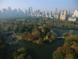 Central Park&#39;s Bethesda Fountain and the Manhattan Skyline