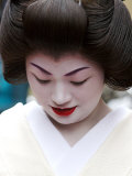 Geisha Looking Down  Pontocho