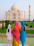 Hindu Women with Veils in the Taj Mahal  Agra  India