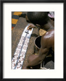 Printing Kente Cloth  Kumasi  Capital of the Ashanti Kingdom  Ghana  West Africa  Africa