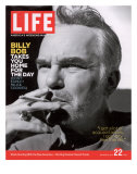 Actor Billy Bob Thornton Smoking a Cigarette  July 22  2005