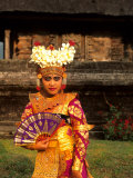 Bride in Traditional Dress in Ulur Danu Temple  Lake Bratan  Bali  Indonesia