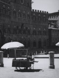 Peddler in the Campo Square in Siena