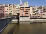 Bridge  Cathedral and Brightly Painted Houses on the Riu Onyar  Girona  Catalonia  Spain