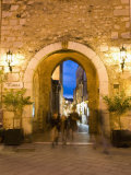 Piazza Ix Aprile  Gateway Through Torre Dell Orologio  Taormina  Sicily  Italy