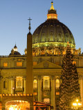 St Peter's Basilica at Christmas Time  Vatican  Rome  Lazio  Italy  Europe