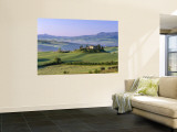 Val d'Orcia  Countryside View  Farmhouse and Green Grass and Hills  Tuscany  Italy