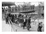 European Immigrants Disembarking at Ellis Island  1907