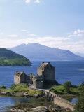 Eilean Donnan Castle  Loch Duich  Highlands  Scotland  United Kingdom  Europe