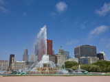 Buckingham Fountain in Grant Park with Skyline Beyond  Chicago  Illinois  USA