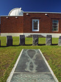Sun Dial at Carter Observatory and Planetarium on Mount Victoria  Wellington  New Zealand