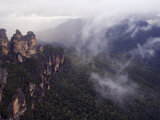Three Sisters Rock Outcrops at Katoomba  Blue Mountains National Park  New South Wales  Australia
