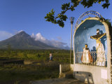 Mount Mayon and Grotto or Wayside Shrine  Bicol Province  Luzon Island  Philippines