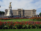 Victoria Monument and Buckingham Palace  London  England  United Kingdom  Europe