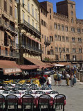 Street Scene of Cafes on the Piazza Del Campo in Siena  UNESCO World Heritage Site  Tuscany  Italy
