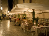 Outdoor cafe in cobblestone alley  Dubrovnik  Dalmatia  Croatia