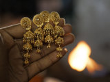 Mass-Market Jewelry Takes Shape at a Goldsmith's Workshop in Kolkata
