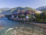 Punakha Dzong at the Convergence of Two Rivers Mo Chhu and Pho Chhu  Punakha  Bhutan