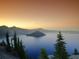 Oregon  Crater Lake National Park  Crater Lake and Wizard Island  USA