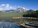 Pyramid Lake and Pyramid Mountain  Sunrise  Jasper National Park  Alberta  Canada