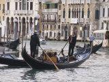 Gondolas on the Grand Canal  Rialto  Venice  UNESCO World Heritage Site  Veneto  Italy  Europe