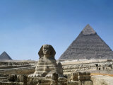 Great Sphinx and Pyramid of Khephren and Menkaure (to left) 4th dynasty  Giza  Egypt